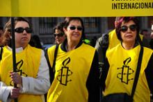 Medlemmer af Amnesty International ved en demonstration i Madrid til fordel det egyptiske folk. Februar 2011.