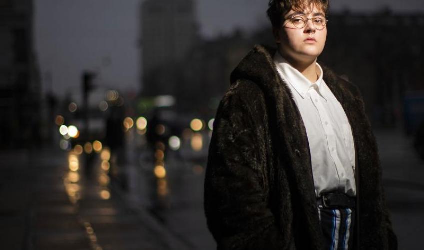 kvinde, der dør en transgender kvinde matchmaking aau